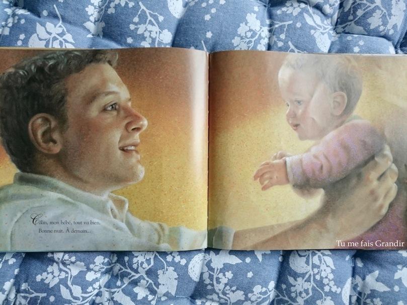 Dans les bras de papa avec bebe
