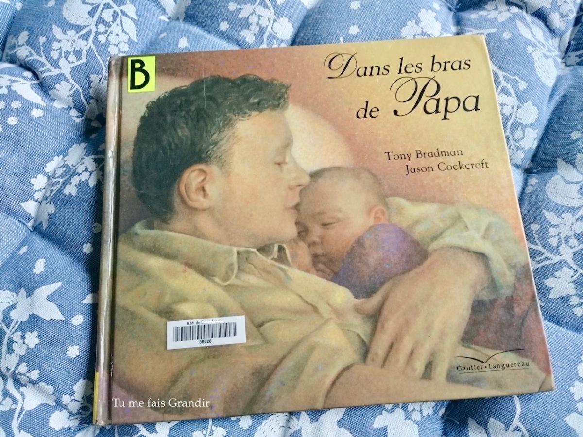 Dans les bras de Papa de Tony Bradman et Jason Cockcroft {livre #52}